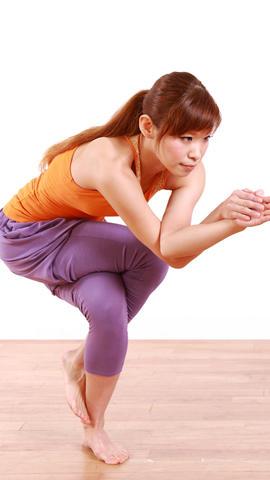 pose-de-aguila-yoga